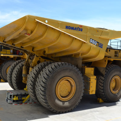 The Titan220 easily lifts 240 - 400 ton trucks and transforms into a secure safety stand in 3 minutes from placement, with a 6.69 m2 (72 ft2) footprint.